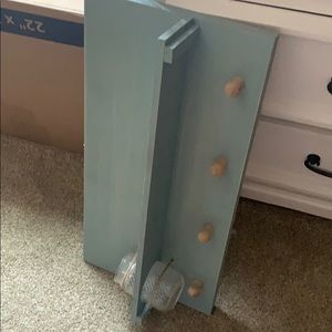 Towel hanger or shelf that hangs on the wall